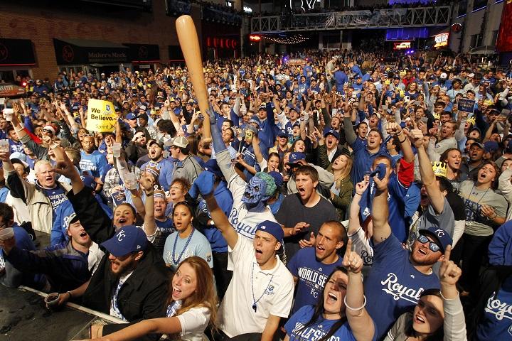 Royals fans_157931
