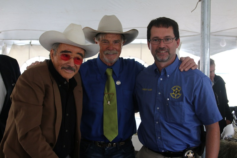 Burt Reynolds, Buck Taylor, Ford County Sheriff Bill Carr_220636