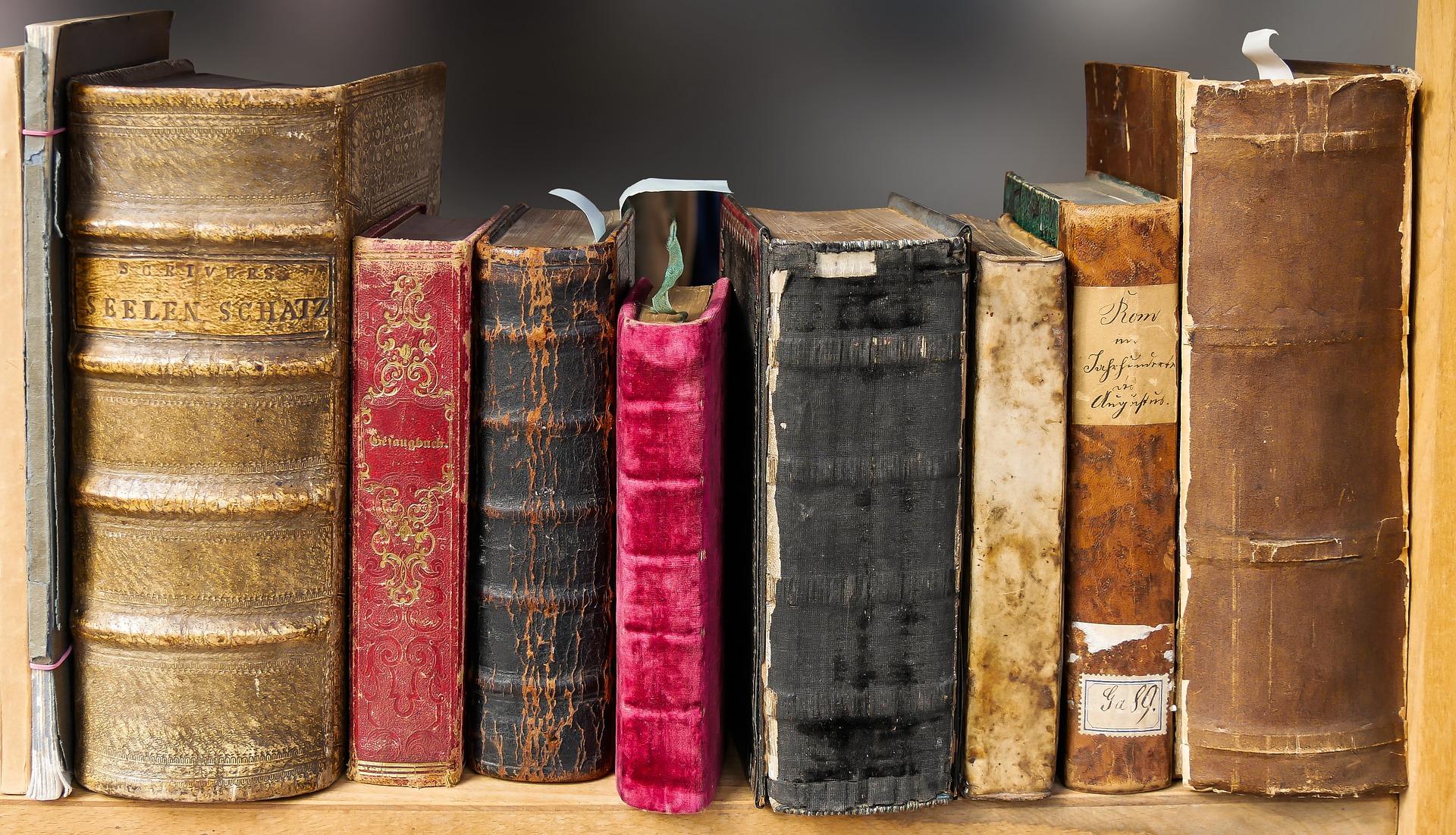 book-1659717_1920_450001