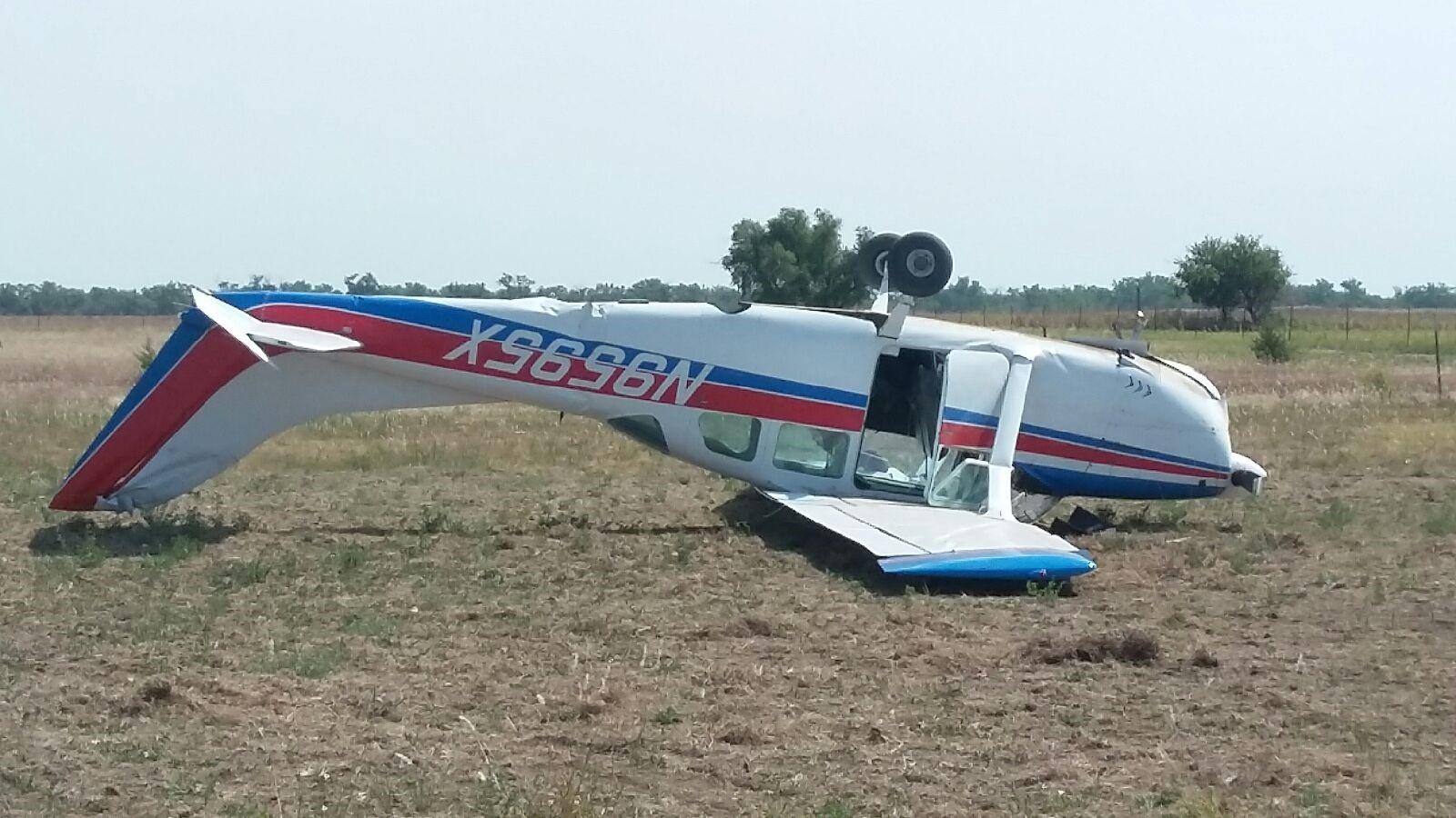 plane overturns_445252