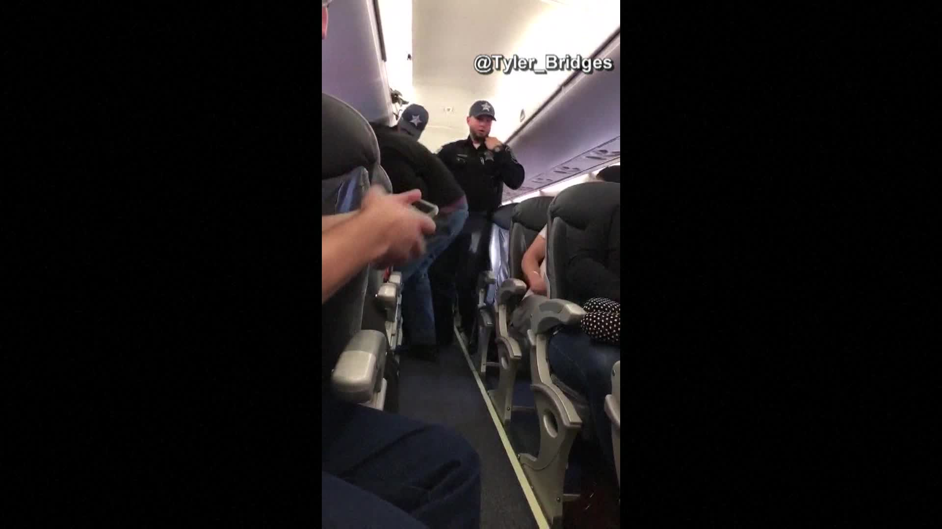 Man pulled off of flight_371104