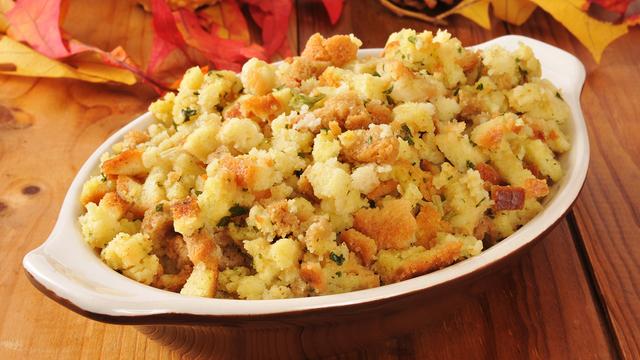 Holiday Cornbread Stuffing_479213