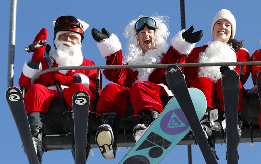 Skiing Santas_486107
