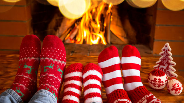 fireplace-family-christmas-holiday-winter_1513205982103_323806_ver1-0_30202883_ver1-0_640_360_491067