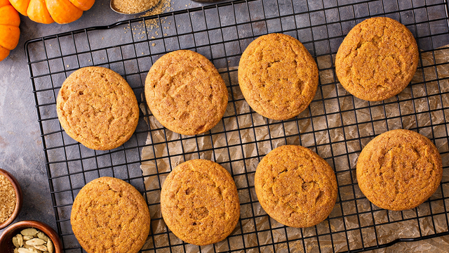 Teacher Cuts Finger Still Wins Food Network Cookie Contest