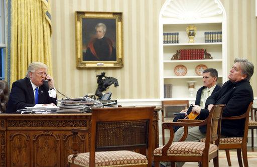 Donald Trump, Michael Flynn, Steve Bannon_499058