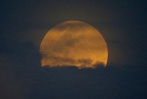 Philippines Total Lunar Eclipse_512810