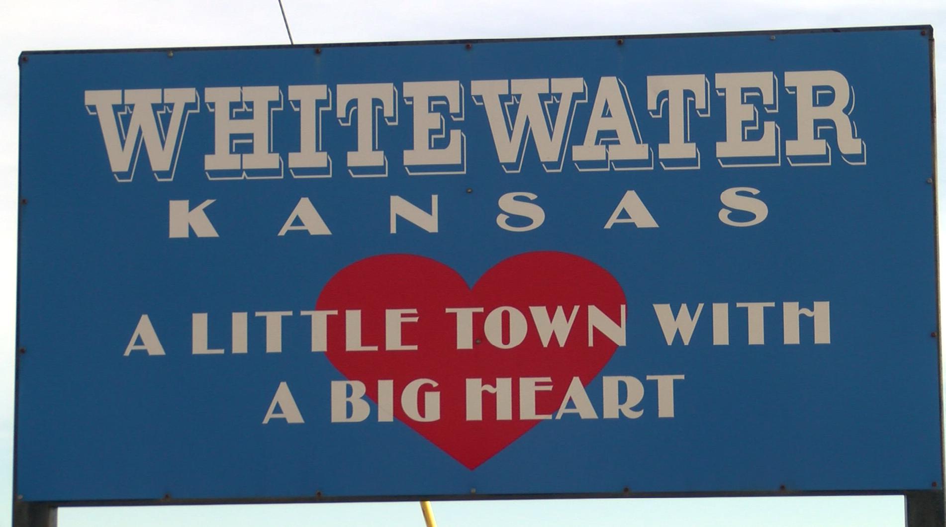 Main Street Kansas: 89-year-old waitress puts 'mom' in Mom's