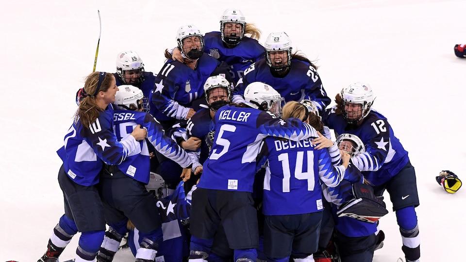 womens_hockey_525525