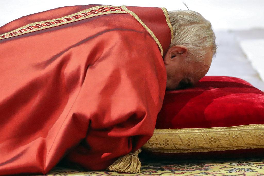 APTOPIX Vatican Pope Good Friday_1522427963741