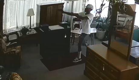 Second Hand Rose robbery suspect 2.jpg