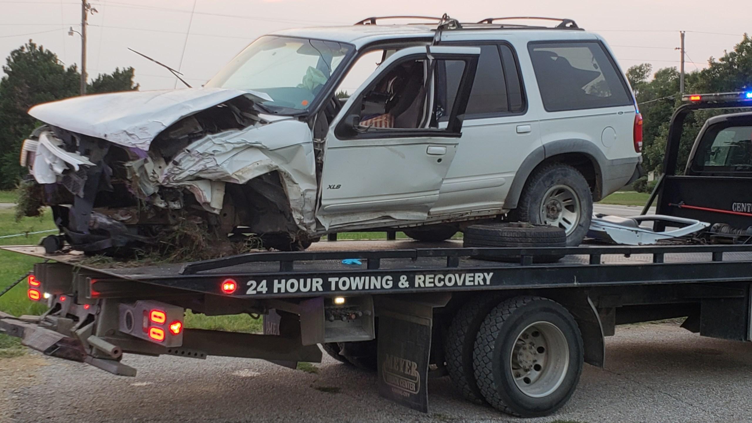 2 injured, 1 critically, in Butler County crash