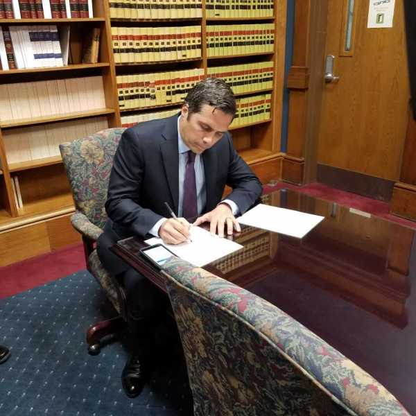 Greg Orman submits signatures to get on November ballot .jpg