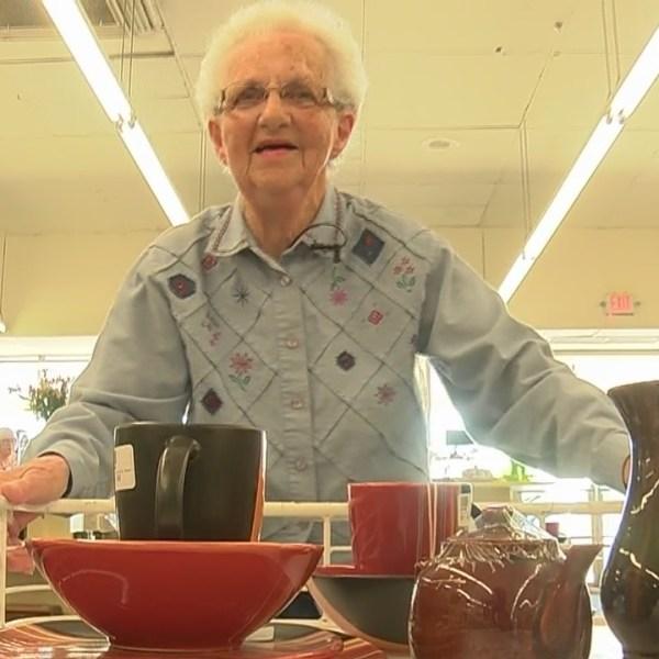 Retired_Walmart_worker_volunteers_to_hel_0_20180821123320