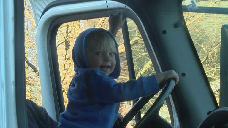boy loves garbage truck_1545274313081.jpg.jpg