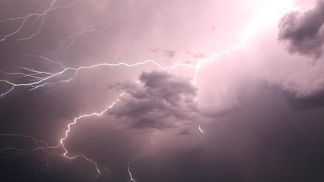Thunderstorm_1555522482312.jpg