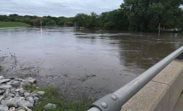 Kansas river flooding_1557422433310.JPG-118809306.jpg