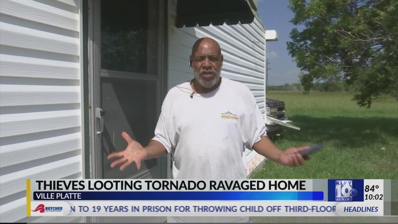Thieves_looting_tornado_ravaged_home_0_20190604032650-842162556
