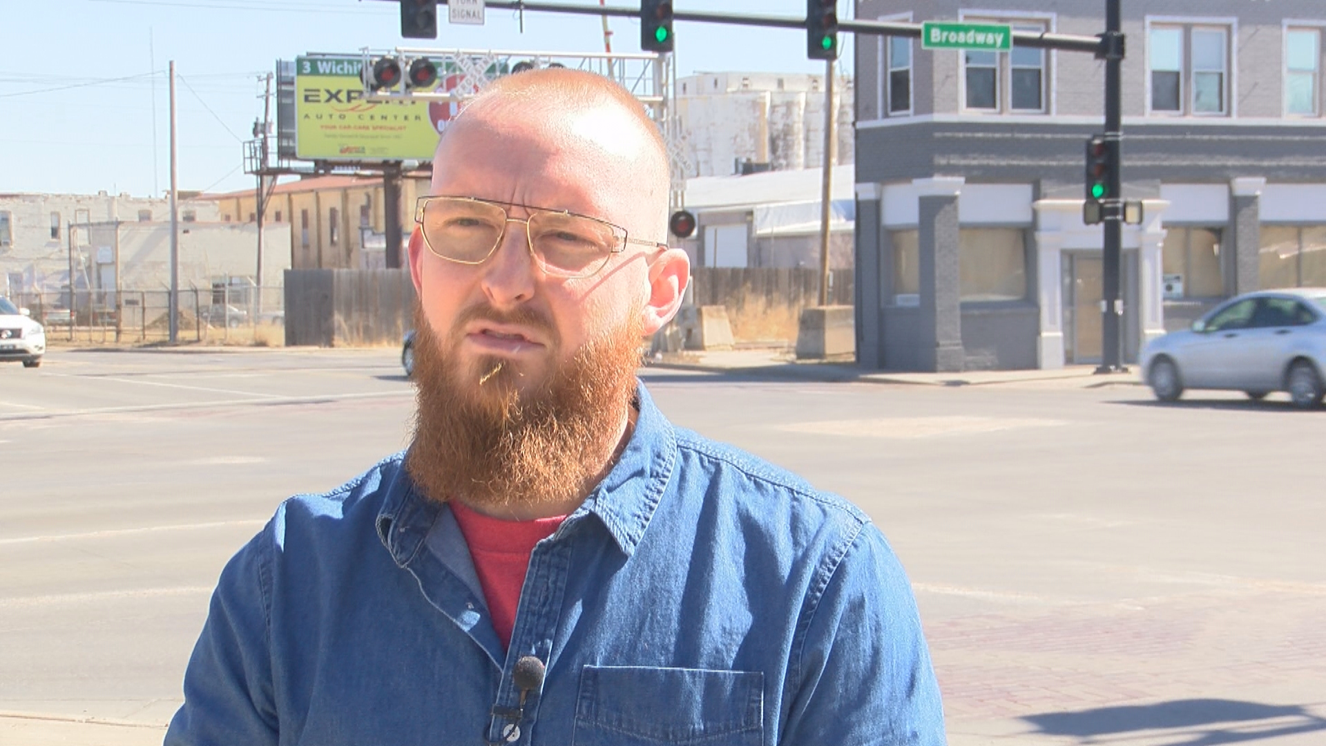 As train bears down, Kansas DoorDash driver jumps into action to save a stranger stuck on the tracks